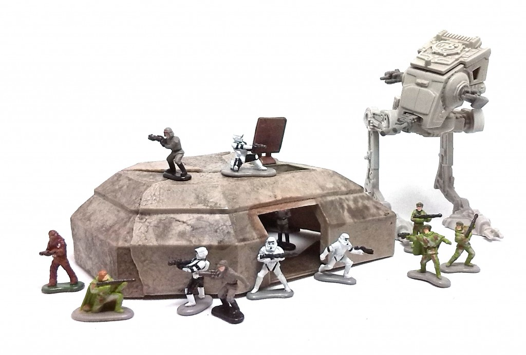 Bunker with SW Galoob Figures (3)